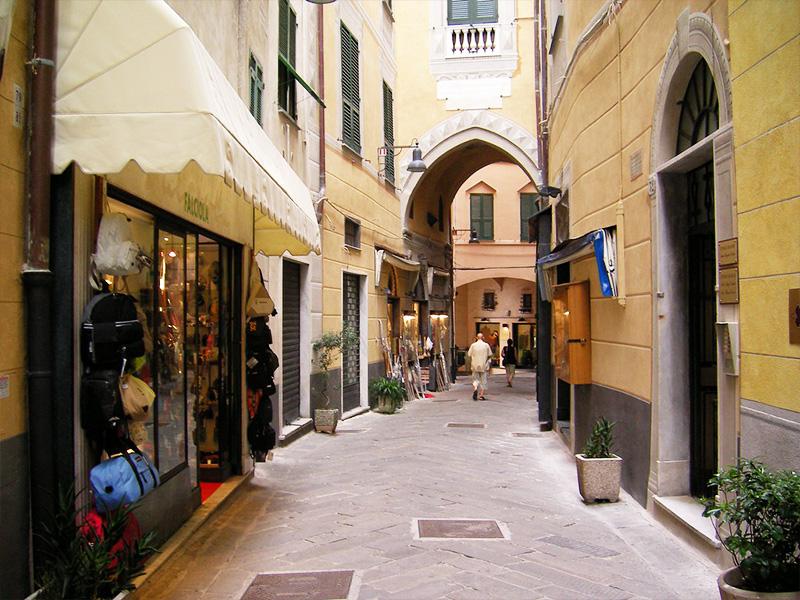 Percorso Papa PIO VII prigioniero a Savona, Tappa 2: Passeggiata in via Pia con Palazzo Sansoni